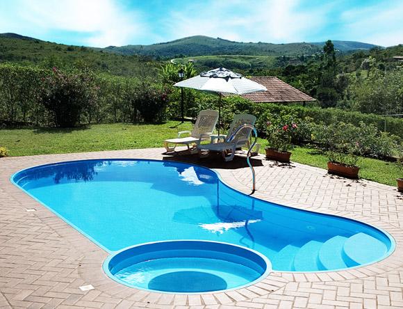 e43a8ffcc52b4 A piscina de fibra possui a vantagem de ser instalanda em até uma semana e  não ter risco de vazamentos.